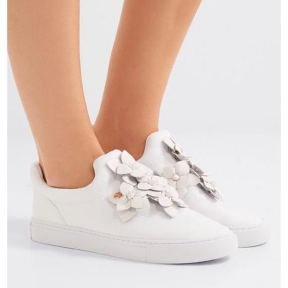 4592e6c3021c NWT Tory Burch blossom sneaker. M 5aba67103afbbd43b5005f8f